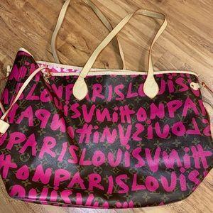 Louis Vuitton pink graffiti GM never full